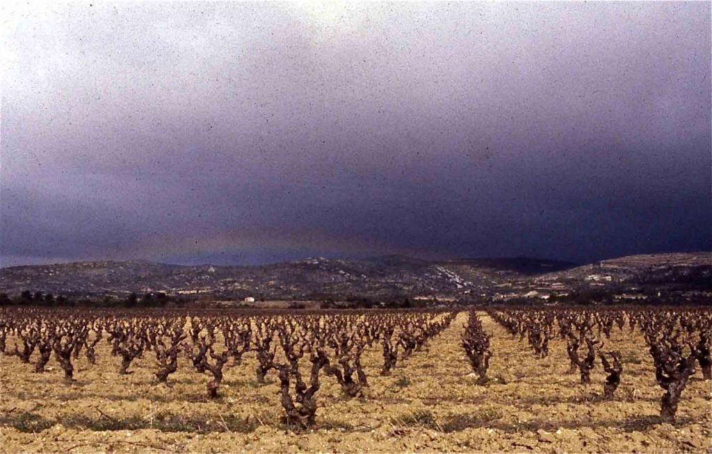 la plaine au nord de Carcassonne juste avant l'orage